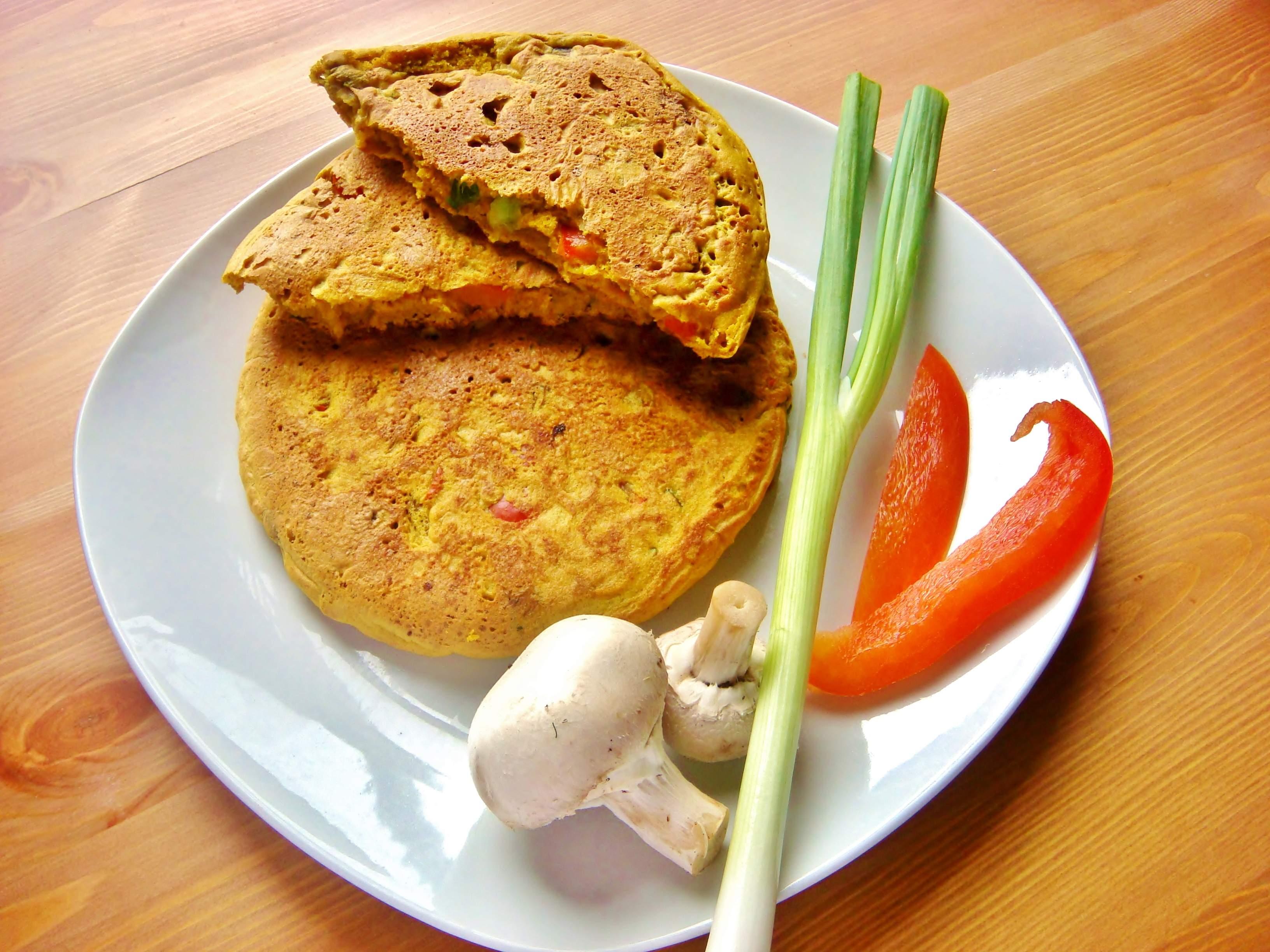 Chickpea flour pancakes (pudla)