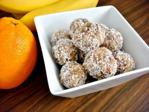 10 minute coconut date balls (vegan)